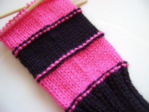 free knit pattern, sweet striped armwarmers, fingerless mitts
