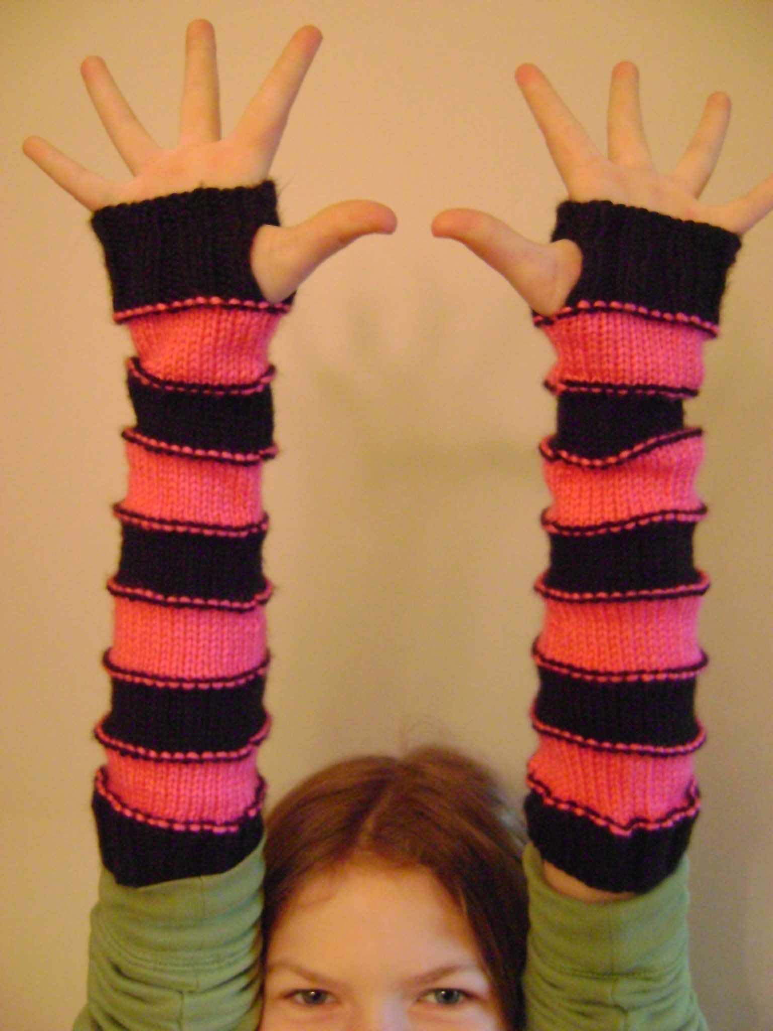 Knit Arm Warmer Pattern : Free Pattern: Sweet Striped Arm Warmers (knit)