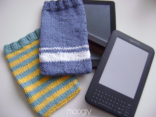 Kindle Cover Cozy - 2 Ways! A free knitting pattern (with options) at mooglyblog.com