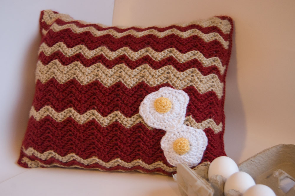 free crochet pattern bacon eggs pillow food kawaii