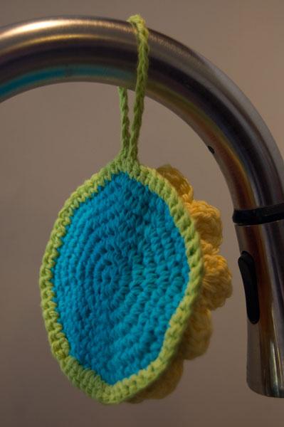 free crochet pattern rainbow flower scrubby cloth dishcloth washcloth