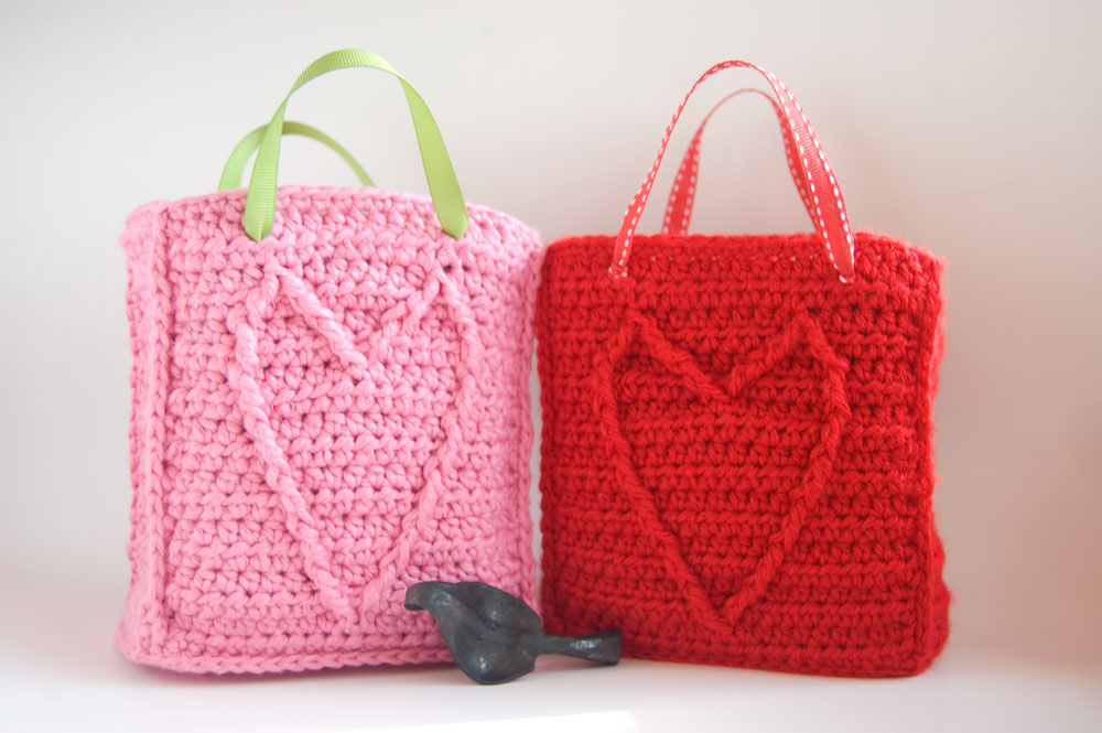 Cable Heart Gift Bag - free #crochet pattern to celebrate love! <3