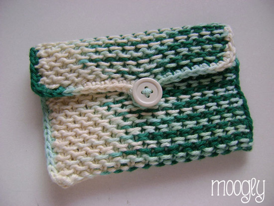 Chinese Waves Pouch - free knitting pattern on mooglyblog.com