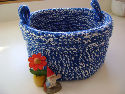 How to Make a Crocheted Greeting Card Bowl - Free Crafts for Kids