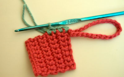 free crochet pattern, moogly, luggage tag, tag, label, scraps, craft, cheap, make your own