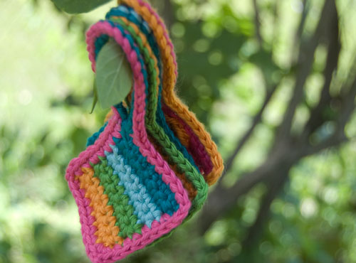 free crochet pattern, childrne, moogly, luggage tag, tag, label, scraps, craft, cheap, make your own