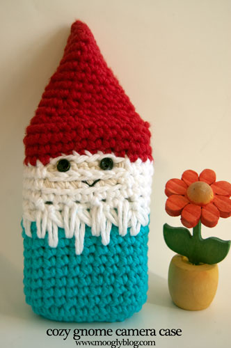 Cozy Gnome Camera Case free crochet pattern for pocket sized cameras coolpix point and shoot cybershot powershot