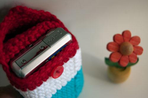 cozy gnome camera case free crochet pattern canon nikon sony pocket elf santa