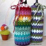 Zig Zag Zoom Bottle Cozy: free pattern at mooglyblog.com (fits both stainless steel water bottles and wine bottles!)