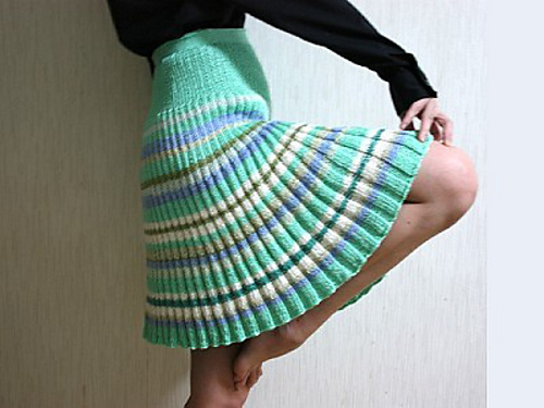 Free Knit Skirt Pattern : Gorgeous Knit and Crochet Skirts - free pattern links on mooglyblog.com! This...