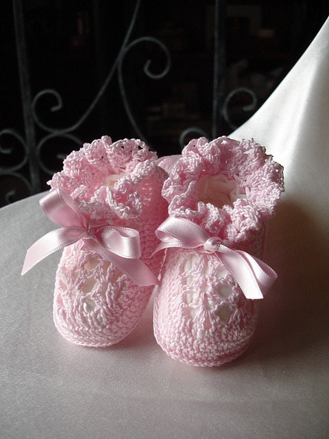 Crocheting Booties : traditional crochet baby booties free pattern Car Tuning