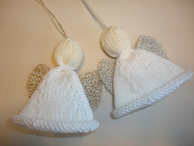 Simple Knitting Patterns Christmas Decorations : 10 Free Knit Christmas Ornament Patterns