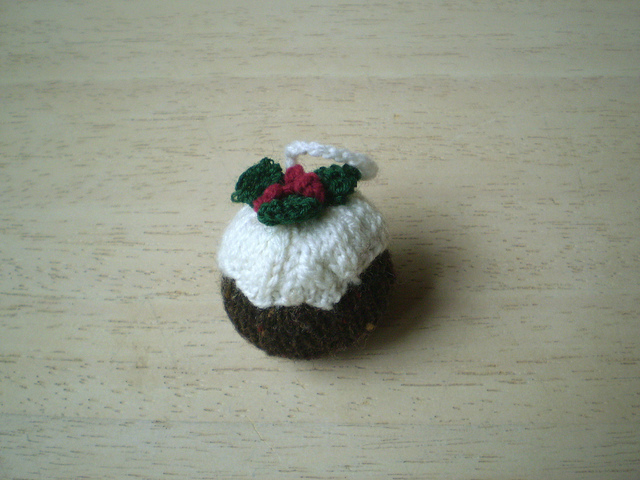Knitting Pattern For Mini Xmas Pudding : 10 Free Knit Christmas Ornament Patterns