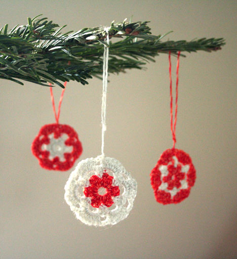 Free Crochet Pattern For Christmas Pickle : 10 Free Crochet Christmas Ornament Patterns