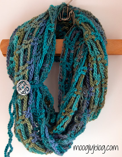 Free Pattern Artfully Simple Infinity Scarf