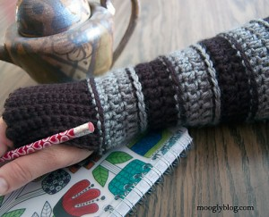 All Grown Up Arm Warmers - free #crochet pattern on mooglyblog.com with great tutorial for crochet ribbing!