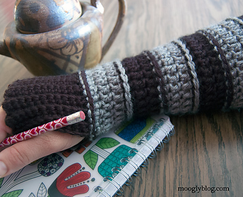 Free Crochet Patterns Hand Warmers : 10 Marvelous Crochet Fingerless Mitts Patterns