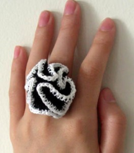 Crazy Ruffle Ring (and more great free ruffle crochet patterns!) via mooglyblog.com #crochet