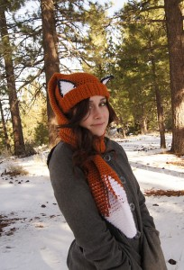 Get this Crocheted Fox Scarf and other amazing fox crochet patterns - a great list of fox patterns on mooglyblog.com! #crochet #fox