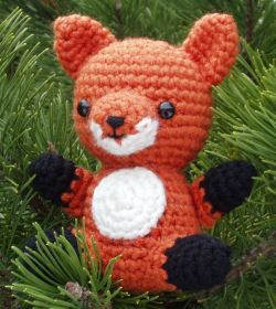 Fantastic Crochet Fox Patterns - a collection of 10 great patterns, all available now! Get links to each of these patterns at mooglyblog.com! #crochet #fox