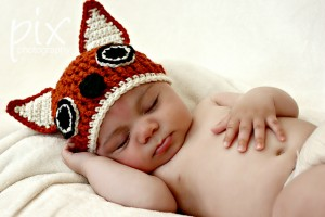 Get this Foxy Beanie and other amazing fox crochet patterns - a great list of fox patterns on mooglyblog.com! #crochet #fox