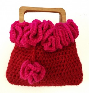 Pretty Valentine Crochet Purse and other free Valentine's Day Crochet Patterns! #crochet