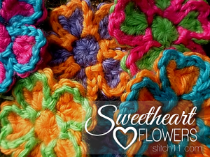 Sweetheart Flowers and other free Valentine's Day Crochet Patterns! #crochet