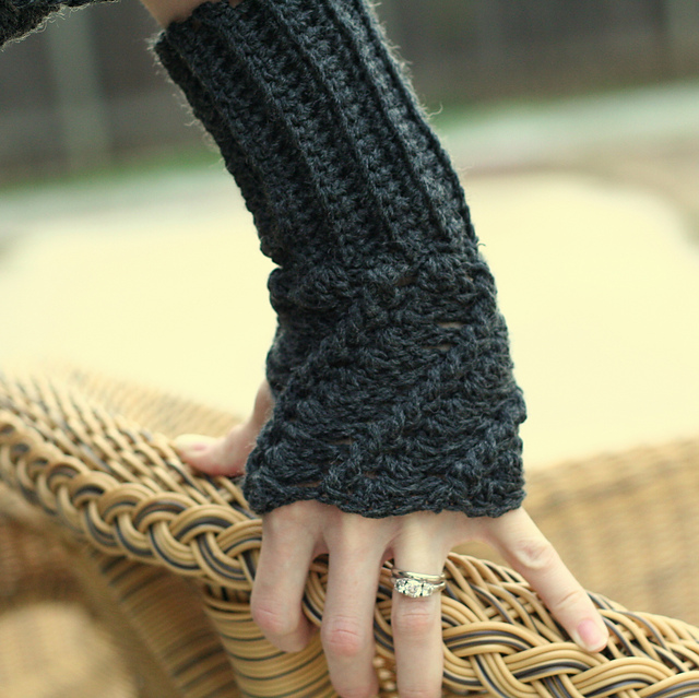 10 Marvelous Crochet Fingerless Mitts Patterns