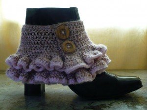 Victorian Steampunk Ruffled Spats (and more great free ruffle crochet patterns!) via mooglyblog.com #crochet