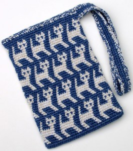 A Perrrrfectly Wonderful Tapestry Crochet Kitty Bag by Carol Ventura, and more free crochet patterns for cat lovers! #crochet