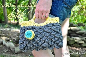 Crochet Crocodile Clutch - free crocodile stitch pattern with tutorial! #crochet