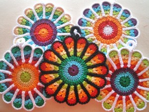 Flower Potholders - make your kitchen a work of art! #crochet potholders