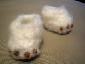 Monster Baby Booties - free crochet baby booties pattern! #crochet