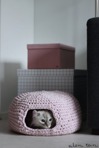 Nest on Eilen Tein and more free crochet patterns for cat lovers! #crochet