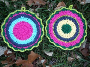 Puffy Scrap Yarn Pot Holder - make your kitchen a work of art! #crochet potholders