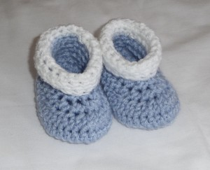 Roll Tops Crochet Baby Booties - free pattern! #crochet
