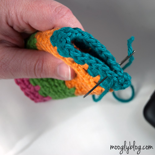 Ultimate Universal Electronics Cozy Step 10 - a #crochet photo #tutorial on mooglyblog.com