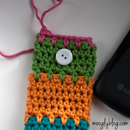 Ultimate Universal Electronics Cozy Step 8 - a step by step photo #crochet #tutorial on mooglyblog.com