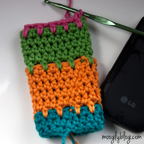 Ultimate Universal Electronics Cozy Step 7 - a step by step photo #crochet #tutorial on mooglyblog.com