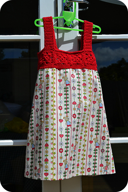 Free Crochet Pattern For Girl Dresses : Sweet and Swirly: 12 Free Crochet Dress Patterns for Girls