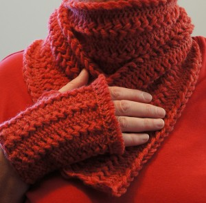 Hairpin Lace Scarf and Fingerless Gloves - free #crochet pattern