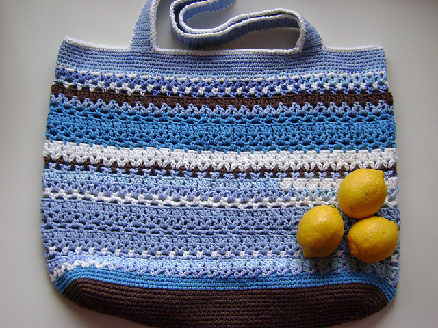 Great roundup of FREE Crochet Tote Bag Patterns! Lacy V Shopping Bag