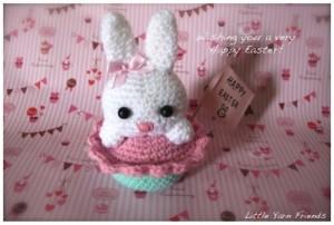 Lil' Bunny Cupcake - free #crochet bunny pattern!