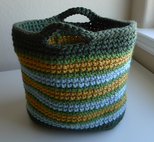 Crochet Tote Pattern : lovely assortment of free crochet patterns for totes and bags ...