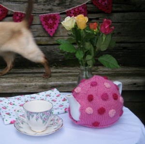 Polka Dot Tea Pot #knit
