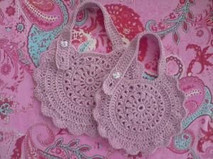 Round Baby Bib - free #crochet baby bib pattern! So sweet!