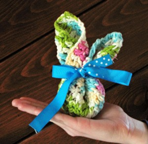 Washcloth Bunnies - fold your crocheted washcloths for Boo Boos or for Easter baskets! So cute! #crochet #Easter Found on Unpinning Pinterest