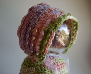 Baby in Bloom Bonnet - free pattern featuring Broomstick Lace Crochet!