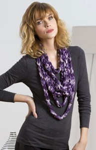 Quick and Sassy Chain Scarf - ruffle yarns can make more than the twirly scarves! Free pattern!