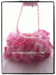 Ruffle Lined Purse - ruffle yarns can make more than the twirly scarves! Free pattern!